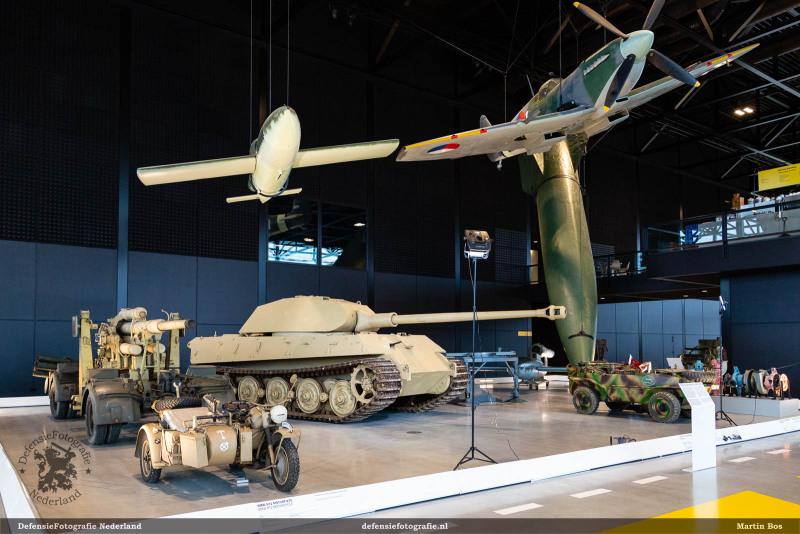 'Hij of ik', Duits materieel (en een Spitfire)