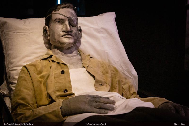 Leó Ramon in ziekenhuisbed