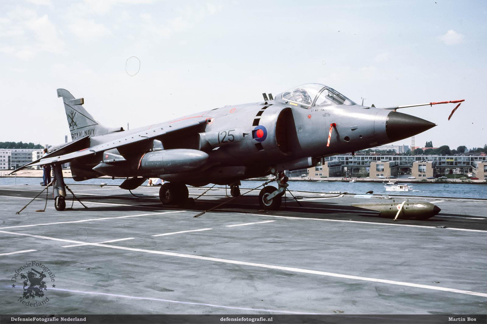 Sea Harrier op het dek