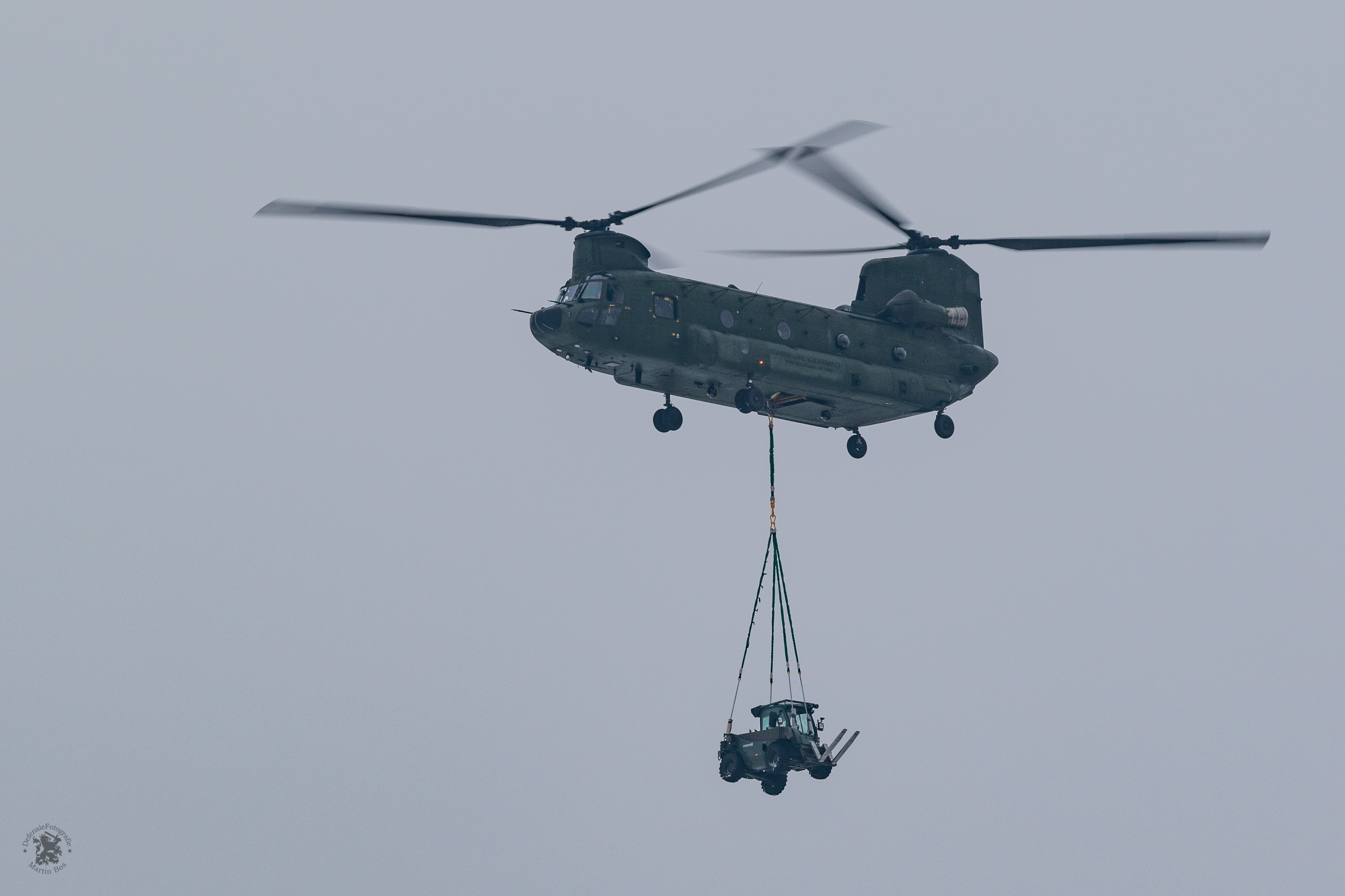Chinook met heftruck slingload