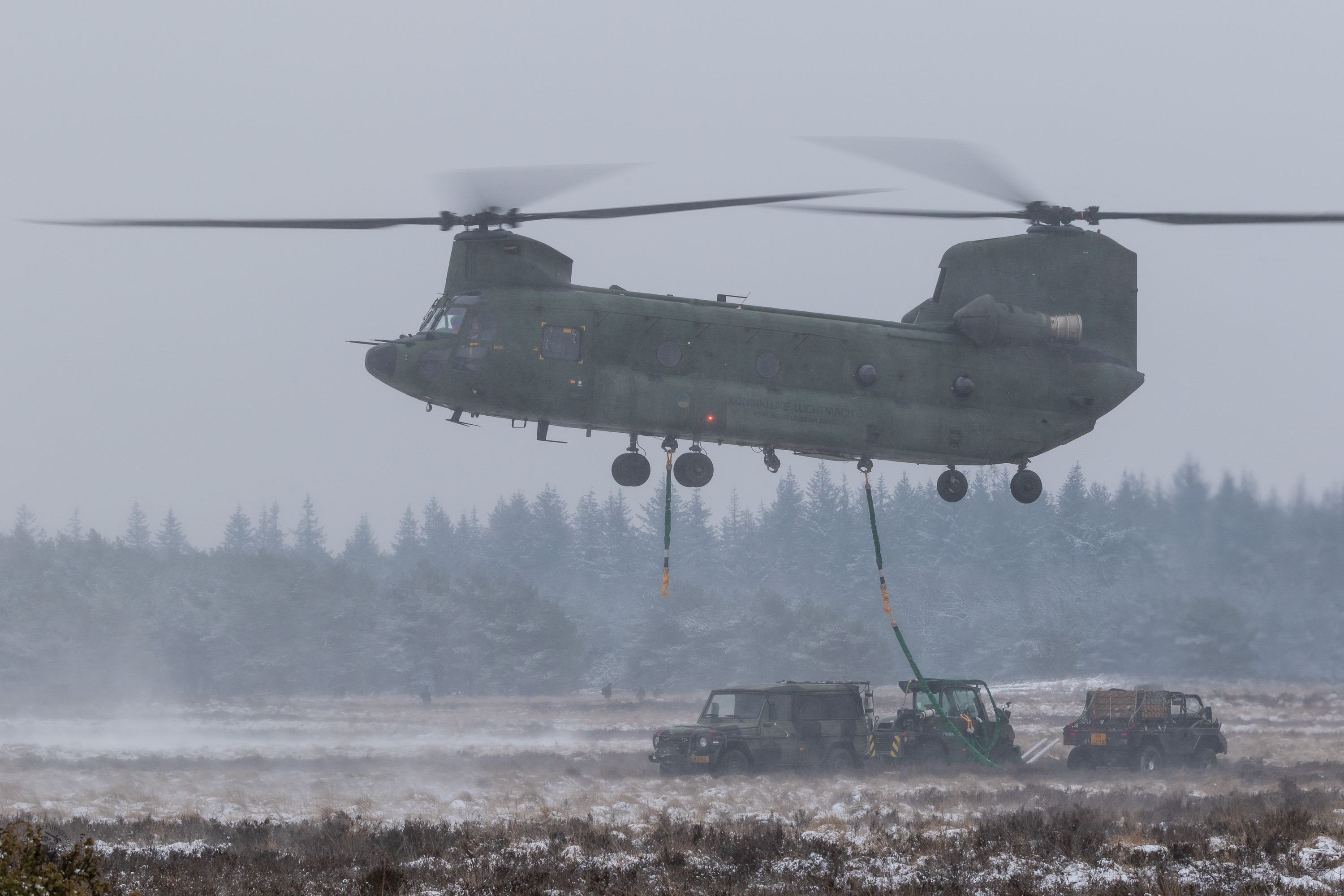 Chinook met slingload