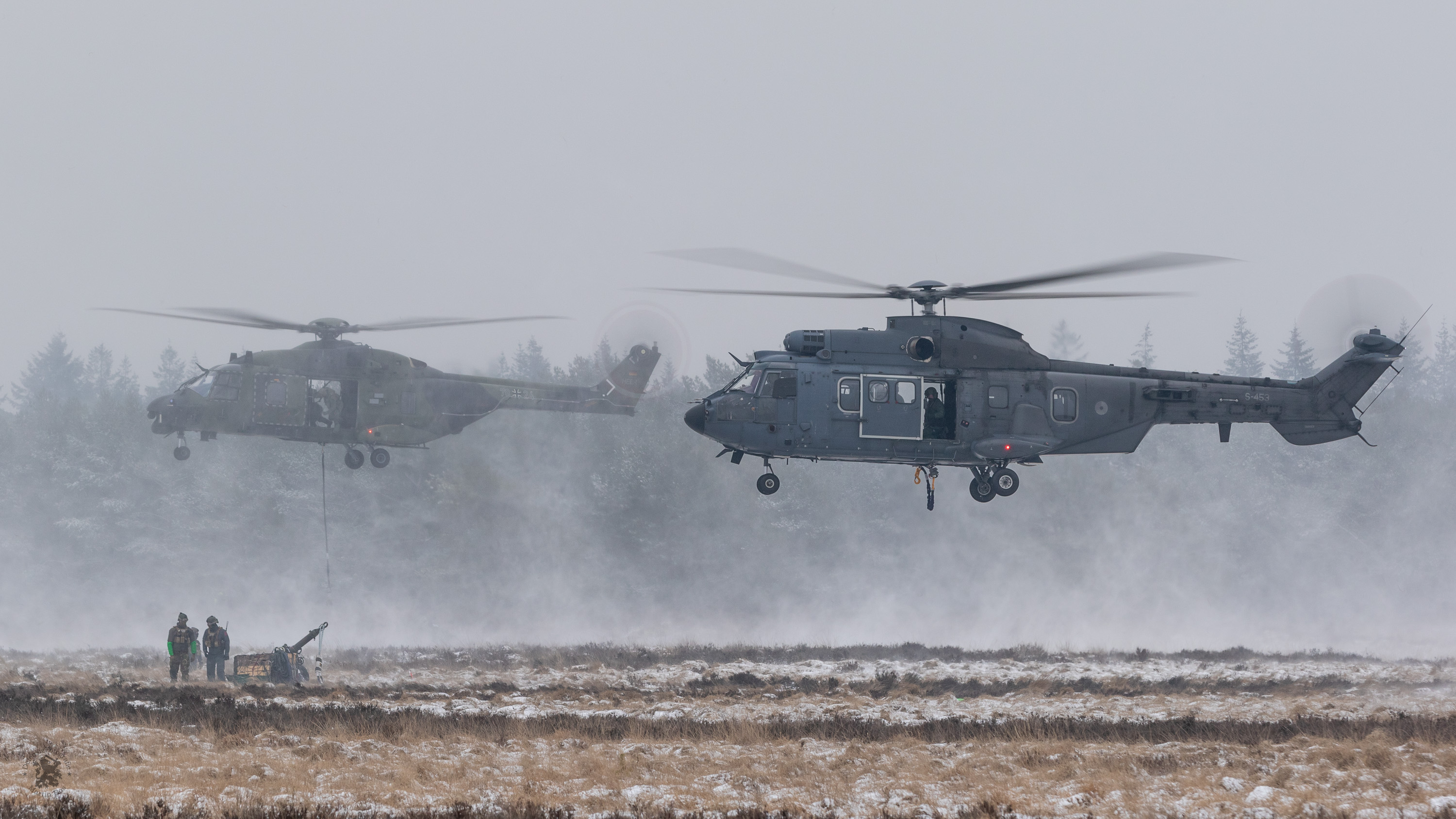 Cougar en NH90 met slingload