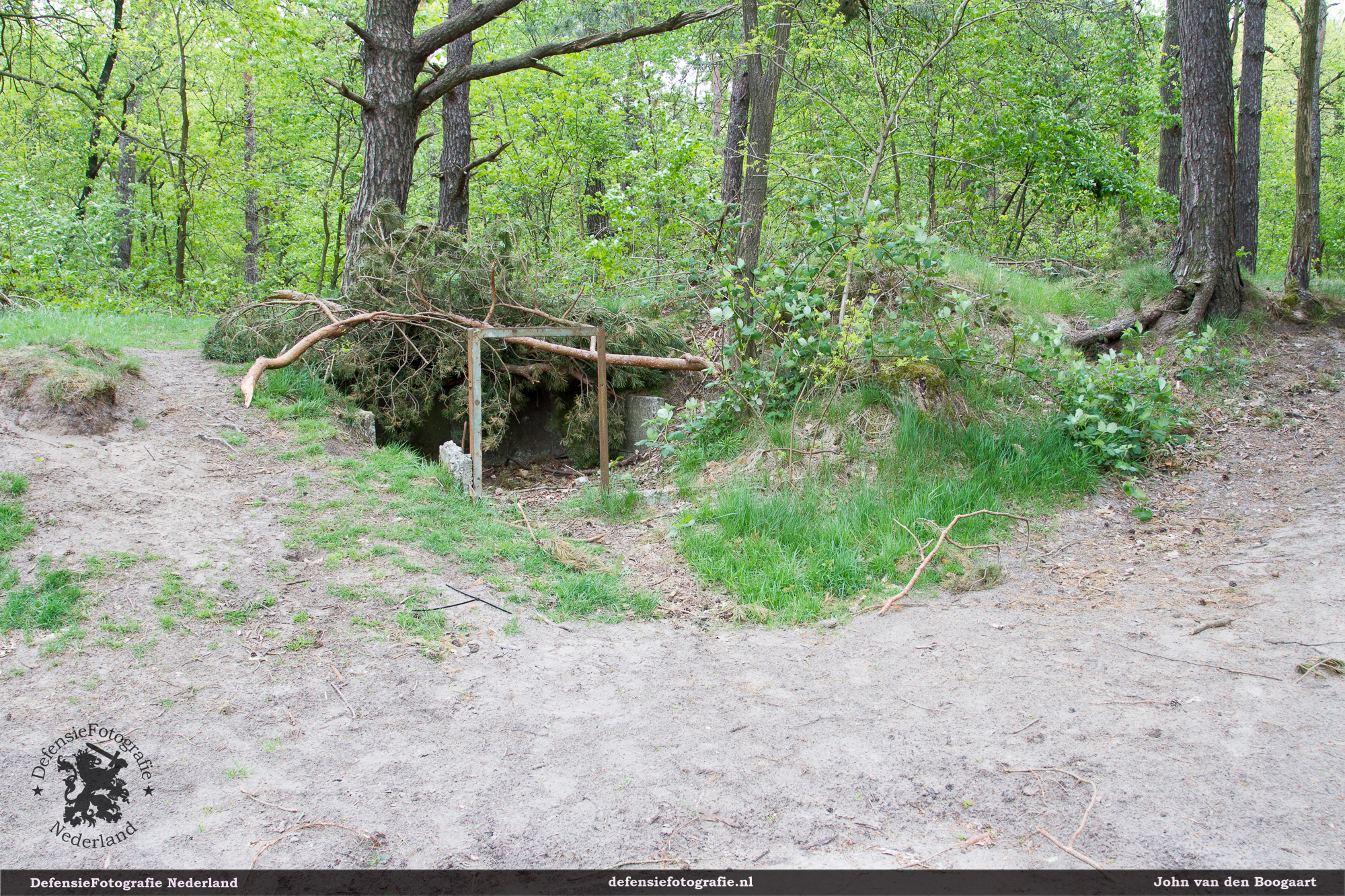 Resten van bijgebouwtje bij de Piroc-hut. Functie onbekend