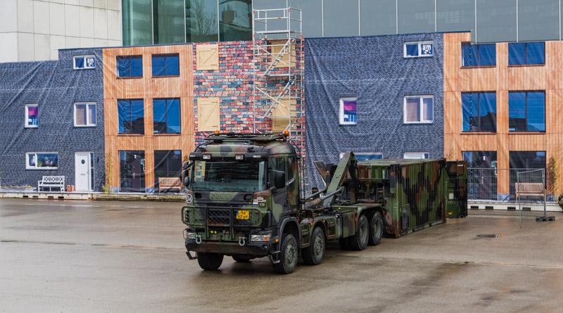 Scania vau voor het bouwwerk