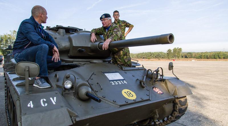 Vrienden op een tank