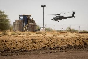 Laagvliegen Apache in Mali