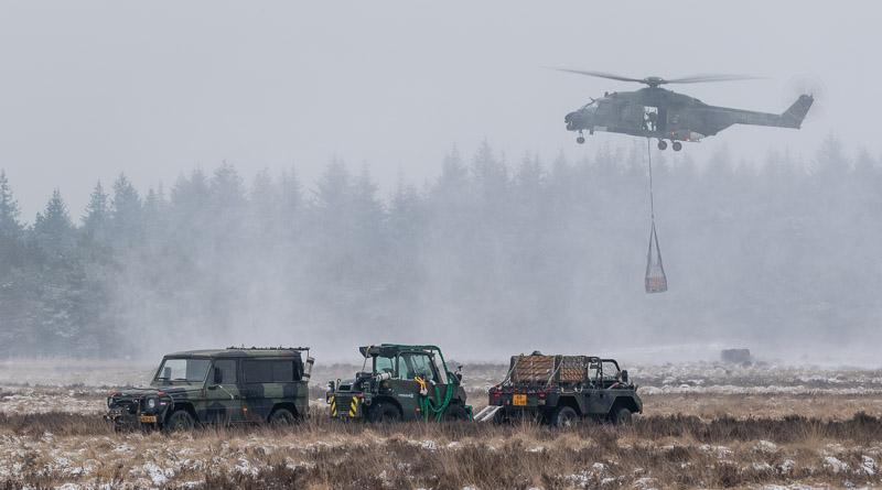 NH-90 boven getransporteerd materieel