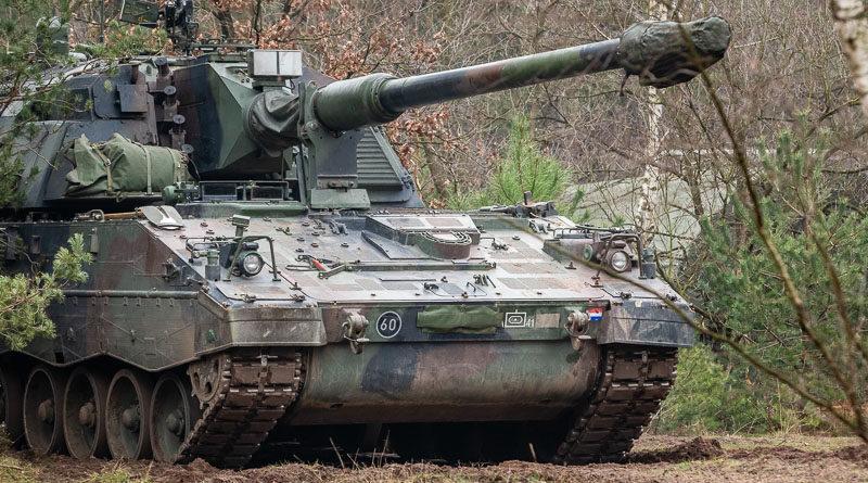 PzH2000 op de hei (en in het bos)