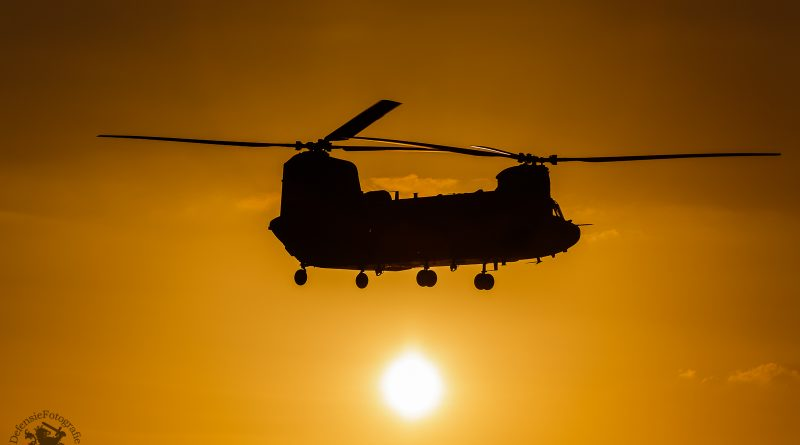Chinook in de avondzon